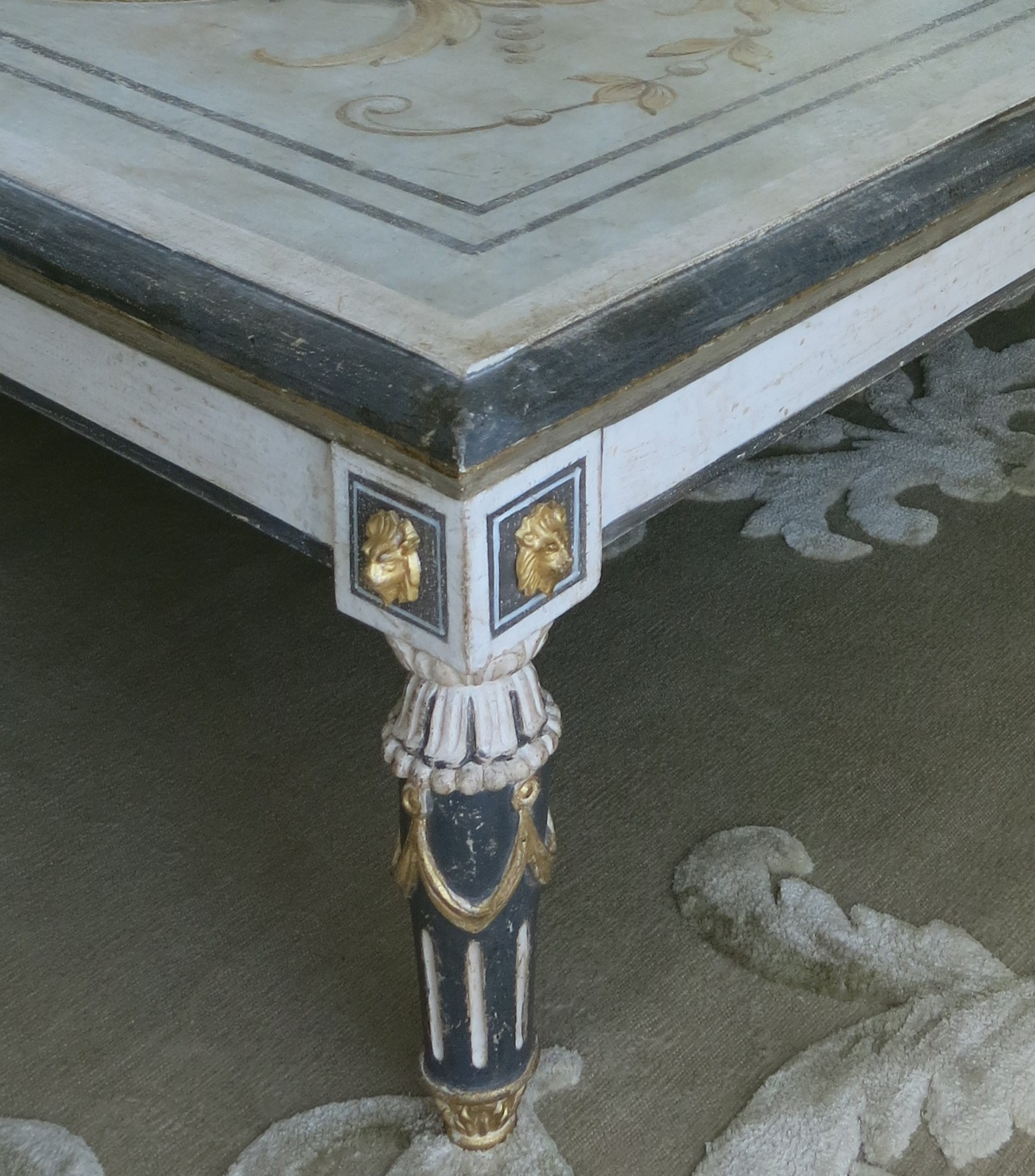 TABLE BASSE pieds LOUIS XVI